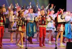 传统服装的跳舞孩子 免版税库存照片