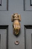 传统-期间-古董-前门敲门人 免版税图库摄影