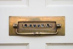 传统-期间-古董-前门Letterbox 免版税库存照片