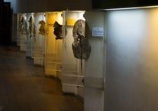 传统木偶在墙壁照片显示的Wayang字符被拍在Kota图阿博物馆雅加达印度尼西亚 库存图片