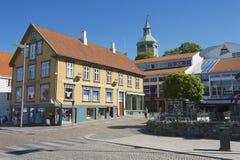 传统木大厦的外部在街市斯塔万格在斯塔万格,挪威 免版税库存照片