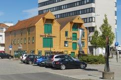 传统木大厦的外部在街市斯塔万格在斯塔万格,挪威 库存照片