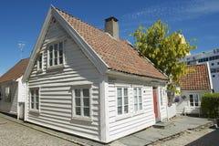 传统木房子的外部在斯塔万格,挪威 库存照片