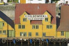 传统木房子的外部在海于格松,挪威 图库摄影