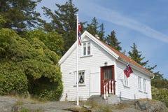 传统木房子的外部在Skudeneshavn,挪威 免版税库存图片