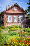 传统木房子,罗斯托夫,金黄圆环,俄罗斯 免版税图库摄影