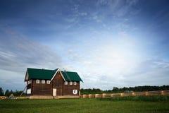 传统木房子晴天在乡下 免版税库存图片