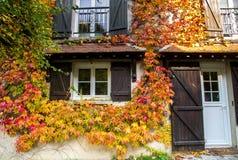 传统村庄在早期的秋天 免版税库存图片
