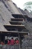 从传统村庄Bena村庄的人们弗洛雷斯岛的印度尼西亚 库存图片