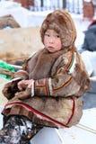 传统毛皮衣物的Nenets男孩牧民 免版税库存图片