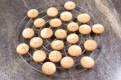 传统法国的蛋白杏仁饼干 免版税库存照片