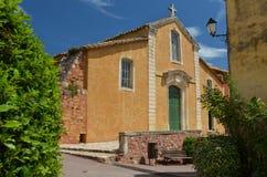 传统法国茶黄教会 免版税图库摄影