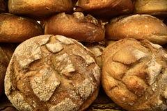 传统波兰面包在市场上在大广场在克拉科夫 免版税库存照片