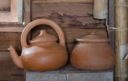 传统泥罐和茶罐 免版税库存图片