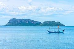 传统泰国产业性渔业的渔木小船 免版税图库摄影