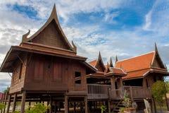 传统泰国房子经典之作样式 免版税库存照片