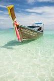 传统泰国木Longtail小船竹海岛Krabi泰国 免版税图库摄影