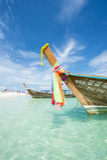 传统泰国木Longtail小船竹海岛Krabi泰国 免版税库存图片