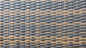 传统泰国样式家具材料的黑褐色和黑工艺品木藤条织法样式背景纹理表面 免版税库存照片
