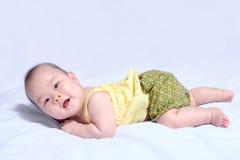 传统泰国礼服的亚裔女婴 免版税库存图片
