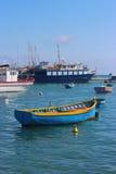 传统渔船在Marsaxlokk,马耳他港口  免版税库存照片