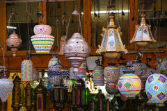 传统灯显示在Johari义卖市场的在斋浦尔,印度 库存图片