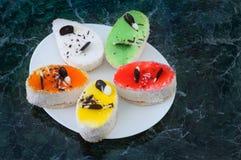 传统点心蛋糕用椰子和巧克力 酥皮点心colo 免版税库存照片
