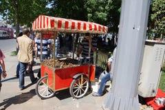 传统热的栗子供营商 免版税库存照片