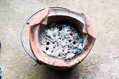 传统烹调地方的老黏土火炉 库存图片