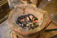 传统烹调的老黏土火炉在泰国 库存照片
