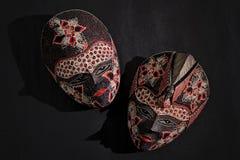 传统爪哇蜡染布木面具 库存照片