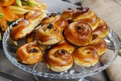 传统瑞典小圆面包。番红花小圆面包 免版税库存图片