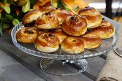 传统瑞典小圆面包。番红花小圆面包 免版税库存照片
