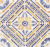 传统瓦片的细节从老房子门面的  装饰瓦片 瓦伦西亚语传统瓦片 花饰 色彩强烈, 免版税图库摄影