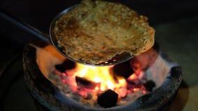传统甜点被吃恢复到与木炭的烘烤的面包胀大  点心做了米,甜点和一少许稀薄 库存图片