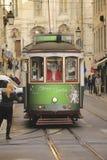 传统电车轨道在里斯本 免版税库存图片