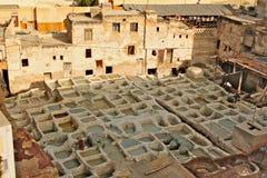 传统皮革厂在菲斯在摩洛哥-家业 免版税库存照片