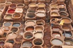 传统皮革厂在菲斯在摩洛哥 库存照片