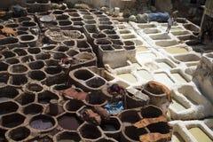 传统皮革厂iin菲斯,摩洛哥 免版税图库摄影