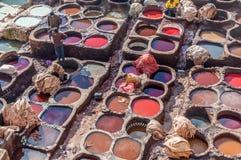 传统皮革皮革厂在菲斯,摩洛哥 免版税库存图片