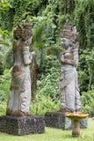 传统石雕塑在庭院里 海岛巴厘岛, Ubud,印度尼西亚 库存图片