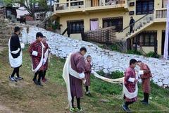 传统礼服在不丹 免版税库存照片