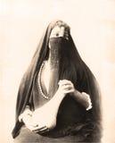 传统礼服的埃及妇女1880 免版税库存图片