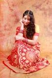 传统礼服的美丽的印地安女孩 免版税库存图片