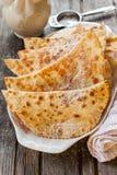传统礼节卡累利阿人的酥皮点心 对女婿的饼 免版税库存图片