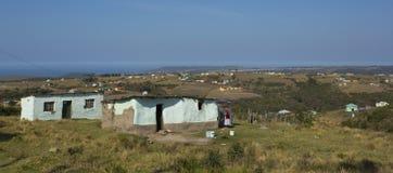 传统科萨人住房在风景特兰斯凯南非 免版税库存照片