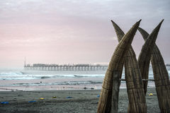 传统秘鲁小芦苇小船 库存照片