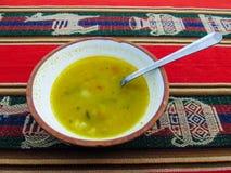 传统秘鲁高地奎奴亚藜汤 免版税库存图片
