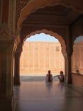 传统穿戴的印度人在琥珀色的堡垒在斋浦尔,印度 库存图片