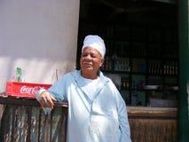 传统穿戴礼服的供营商在河尼罗开罗附近的国家边 免版税库存图片